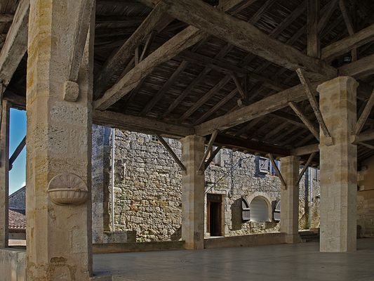 La Halle de Miradoux (Gers)  XVIème  reconstruite au XIXème