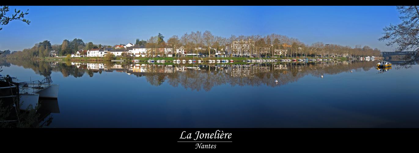 La Jonelière et son miroir : l'Erdre.