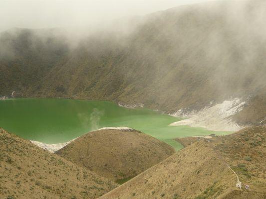 La Laguna Verde del Volcán Azufral