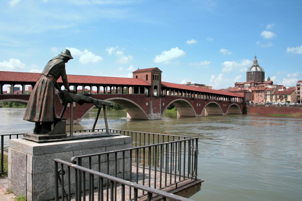 la lavandaia e il Ponte Coperto