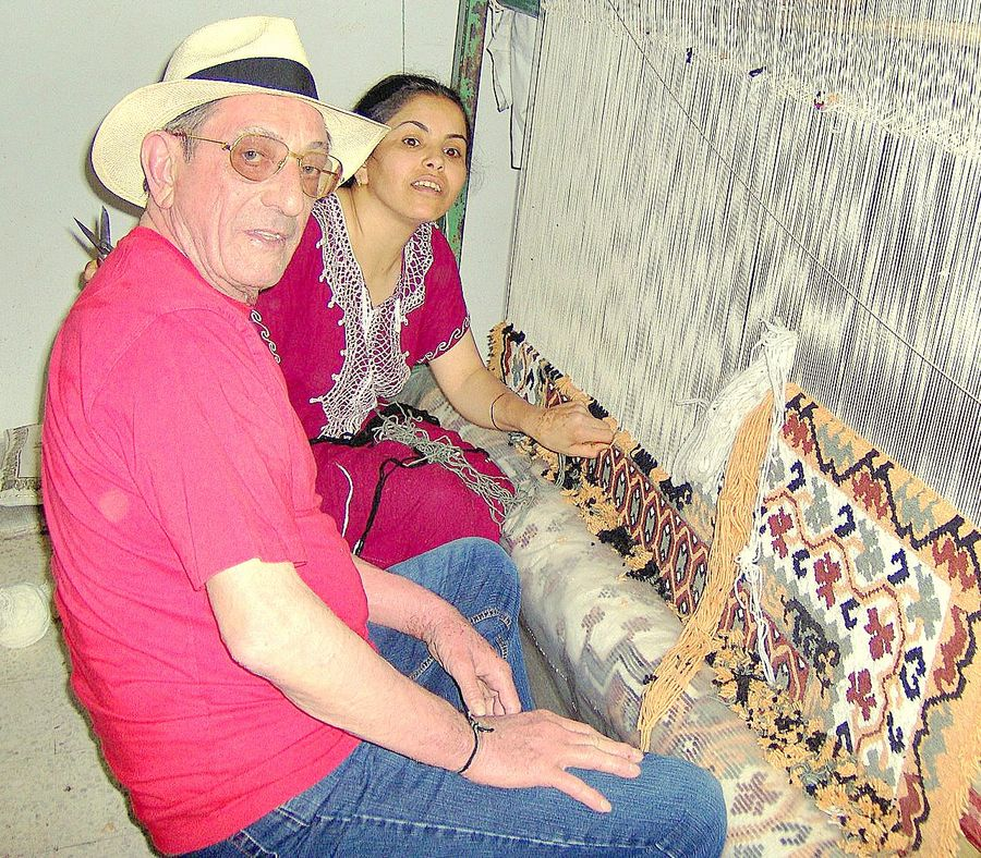 LA LECON DE TISSAGE DE TAPIS ; TUNISIE