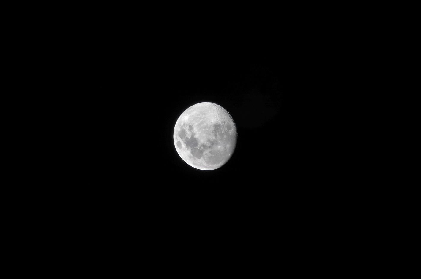 la luna desde el balcón de mi casa