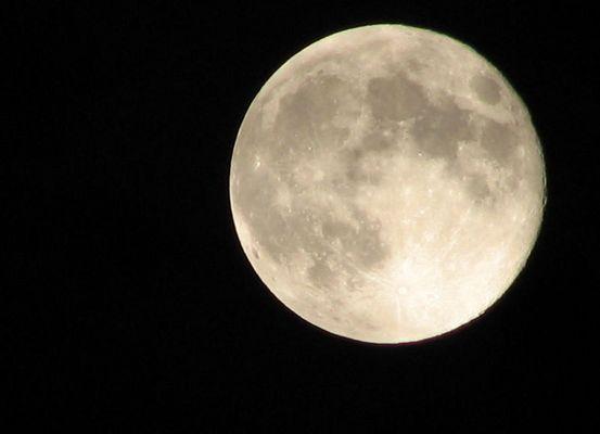 La luna questa sera è GRANDE GRANDE
