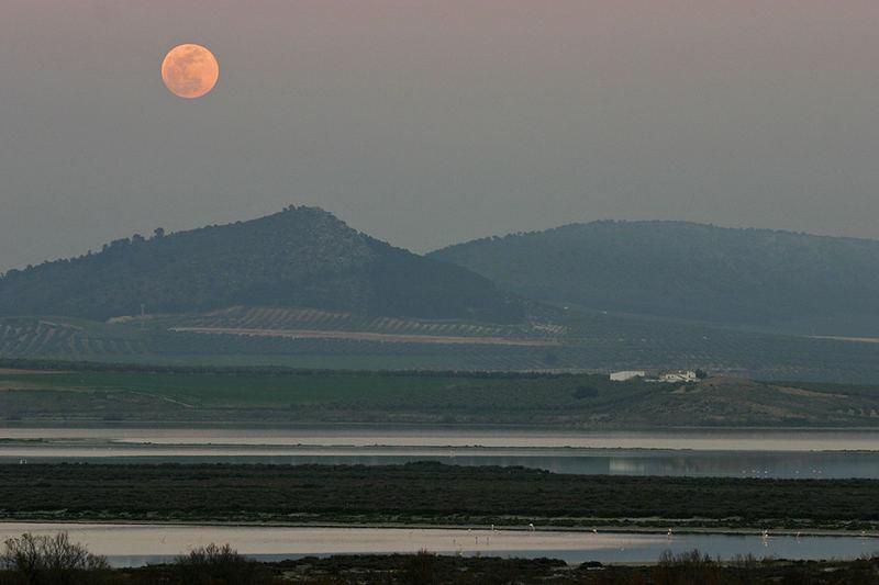 La luna sobre la laguna
