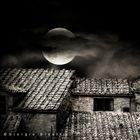 La luna sui tetti