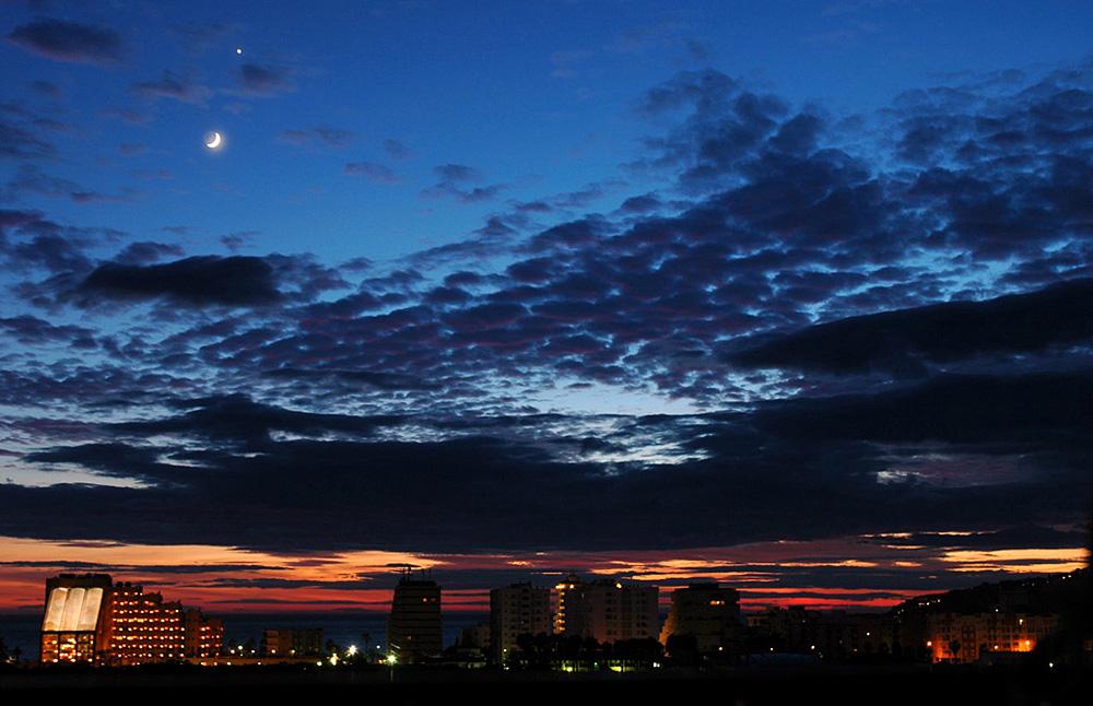 La Luna y Venus sobre Almuñecar