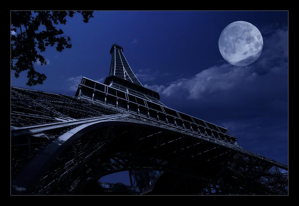 La lune au ciel de Paris
