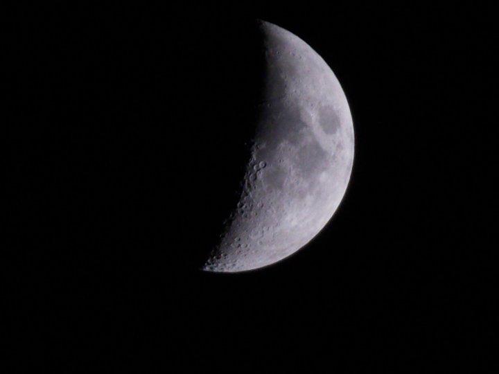 La lune est belle