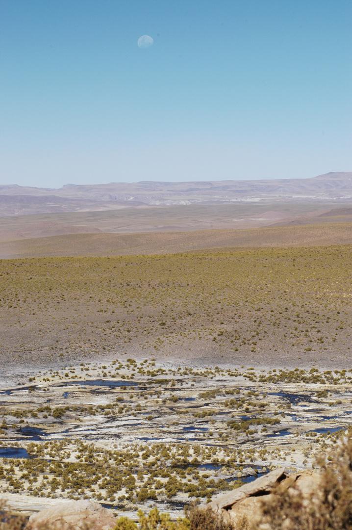 La lune et le désert