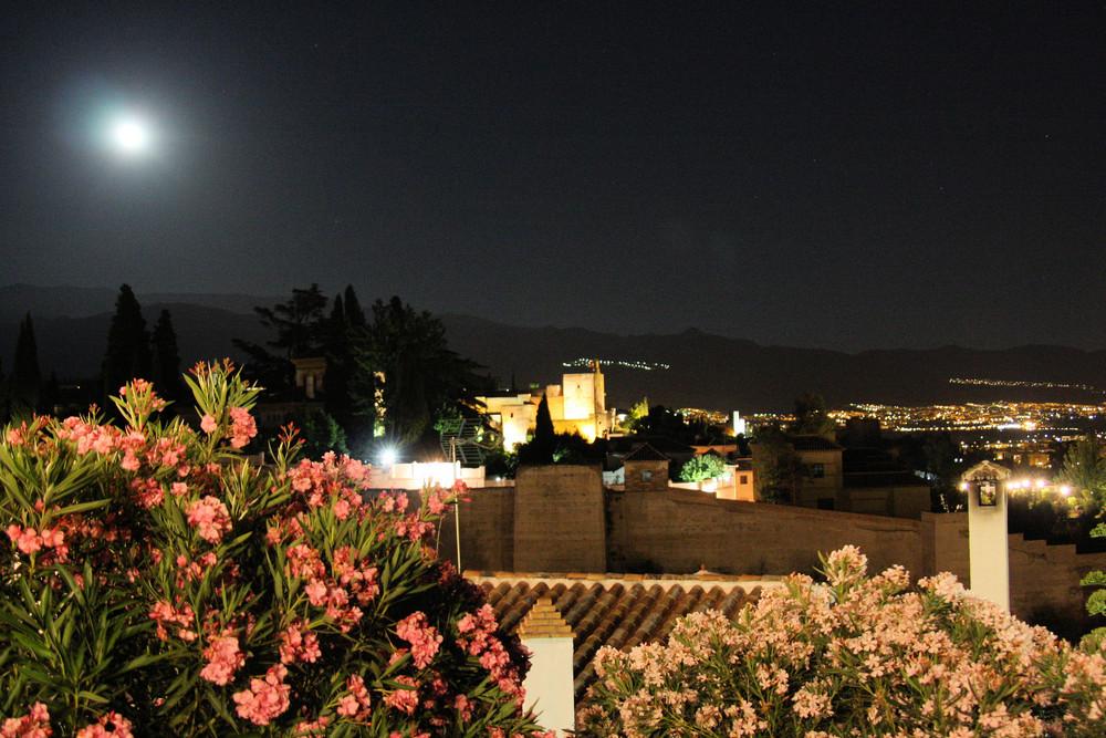 la lune veille!