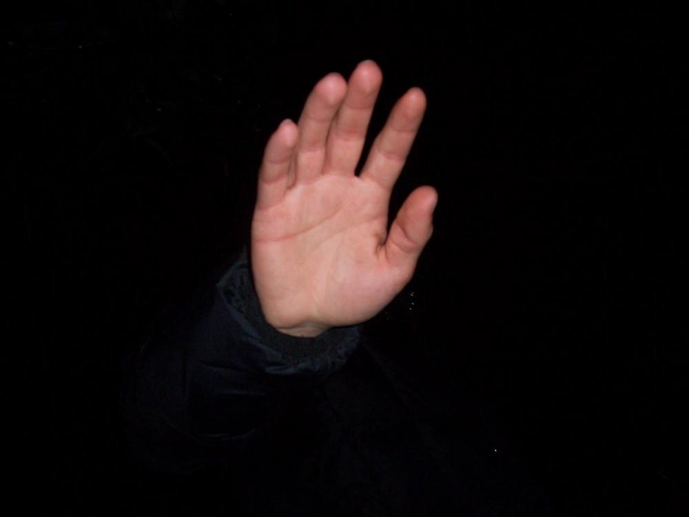la mano....