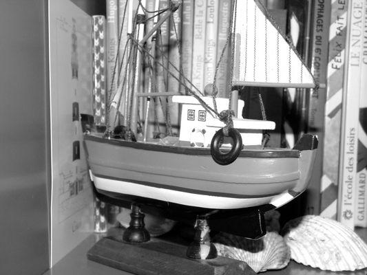 """""""La mer enseigne aux marins des rêves que les ports assassinent."""""""