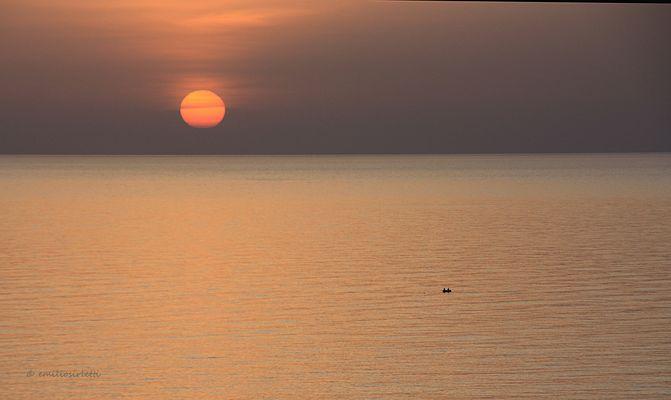 la mer, le soleil et le bateau