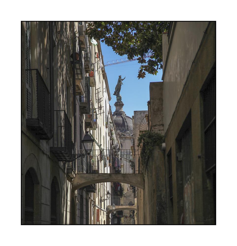 """"""" La Mercè """" vista desde el barrio (Barcelona)"""