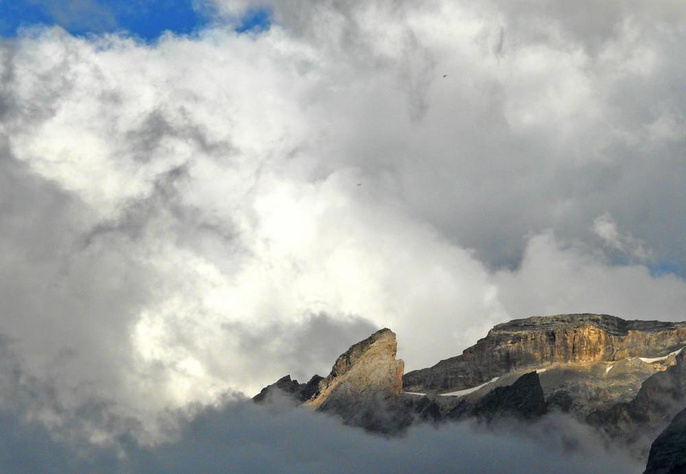 La montagne sur son nuage.