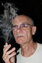La mort se cache dans la fumee