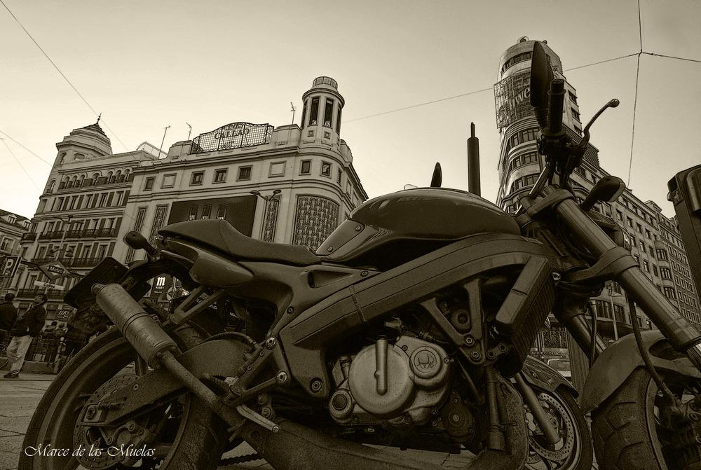 ...la moto...