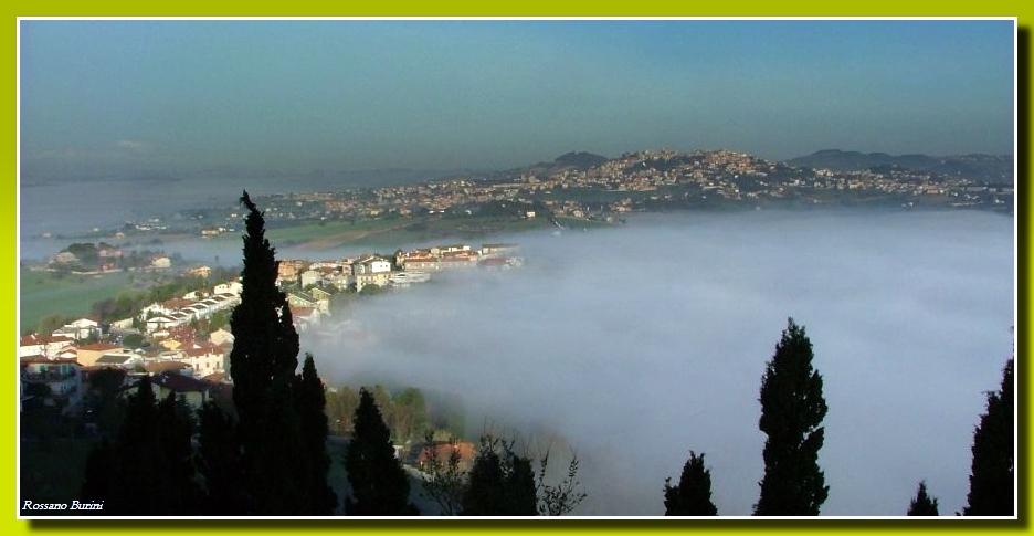 La nebbia agli irti colli......