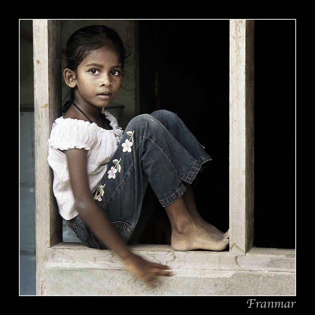 La niña de la ventana