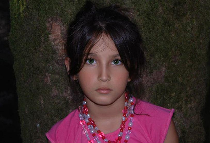 La niña de los ojos verdes