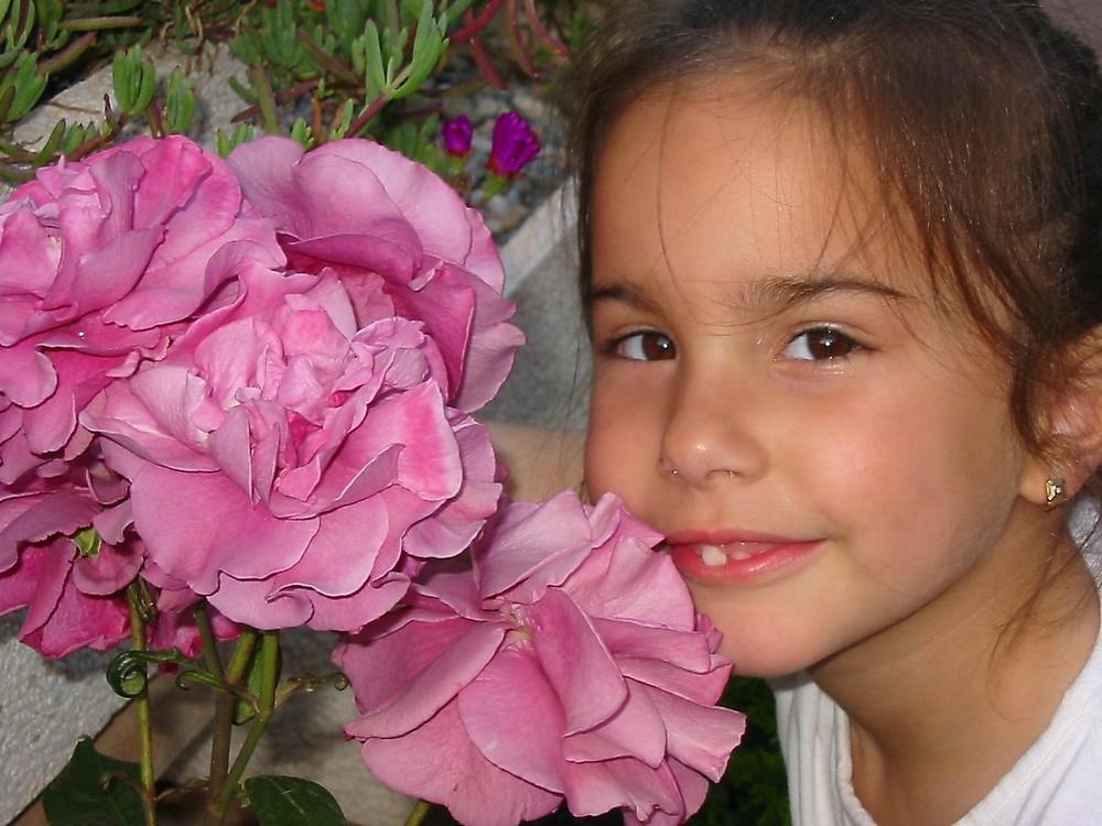 La niña rosa
