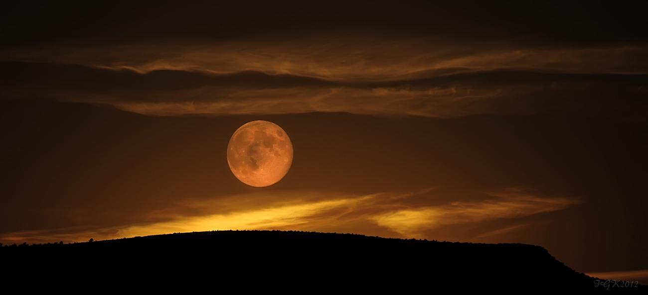 La Noche de la Luna Azul ( dedicada a todos los que creemos en los sueños cumplidos)