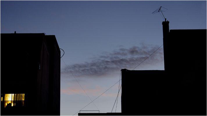 La noche llega y tal vez mañana no exista el tiempo con sombras