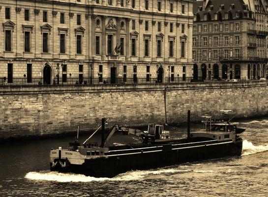 La péniche sur la Seine