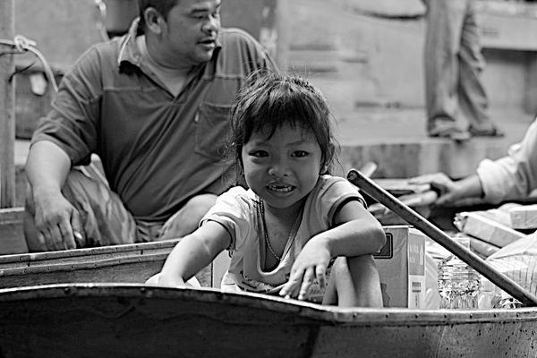 La petite fille de la barque
