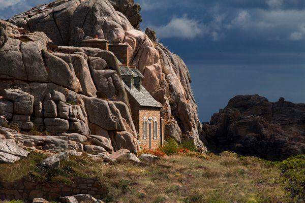 La petite maison dans les rochers
