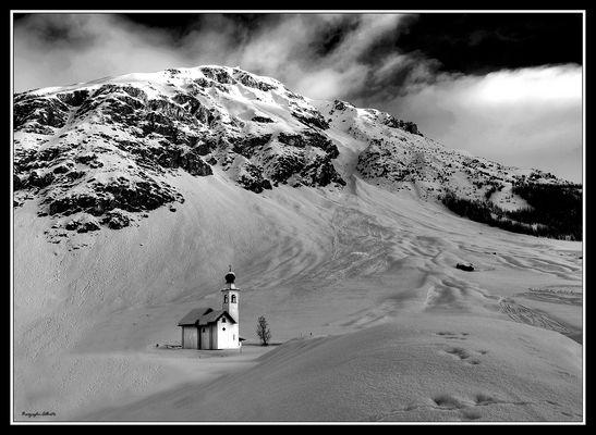 la piccola chiesetta
