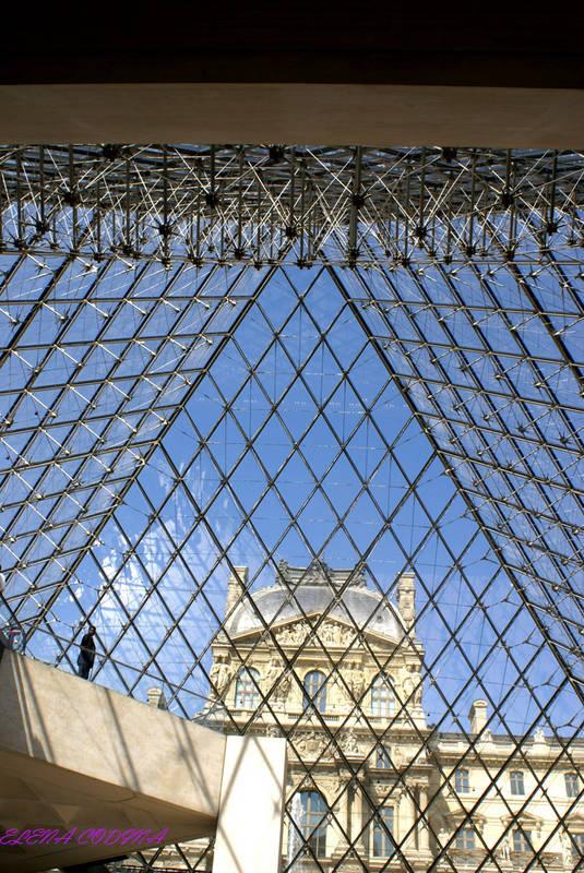 la piramide del Louvre