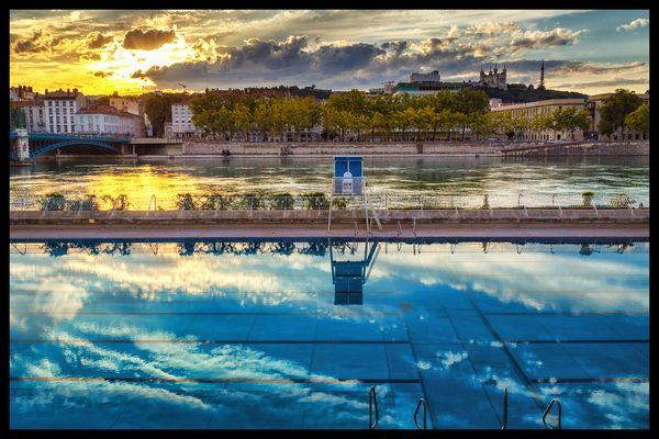 La piscine du Rhône, le soir