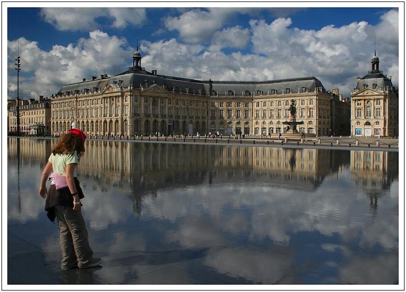 La place de la bourse dans un reflet (Bordeaux)