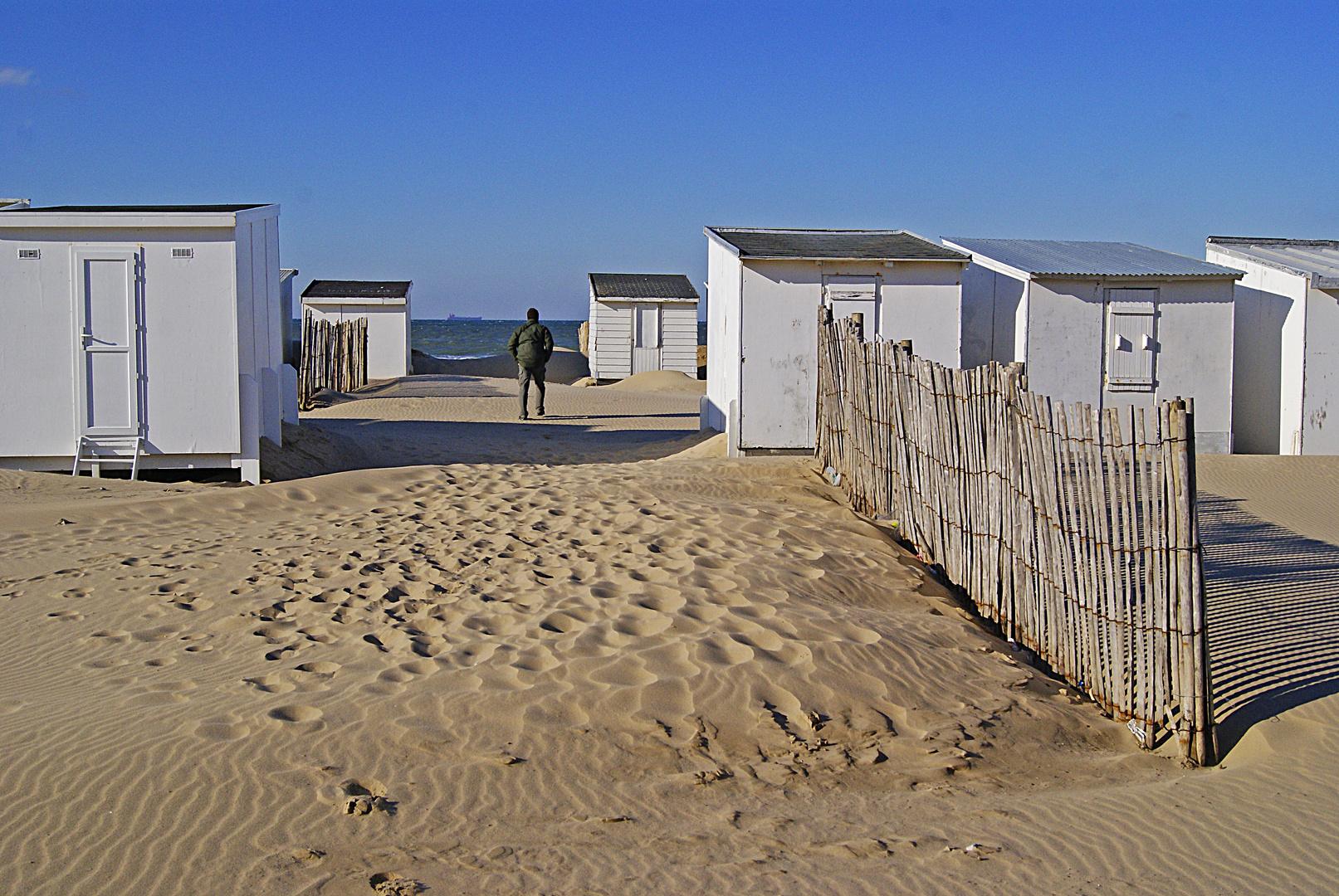 La plage de Calais et ses cabanons, Pas de Calais