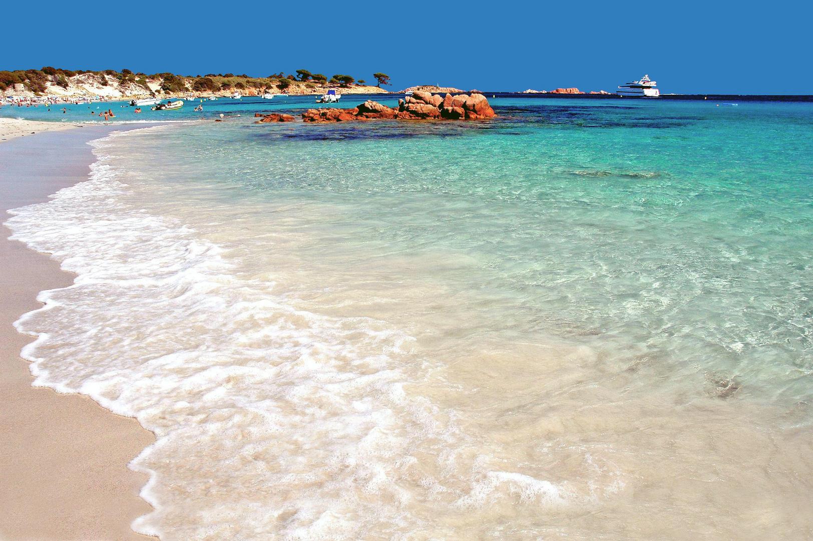 La plage de l'acciaru (Corse)