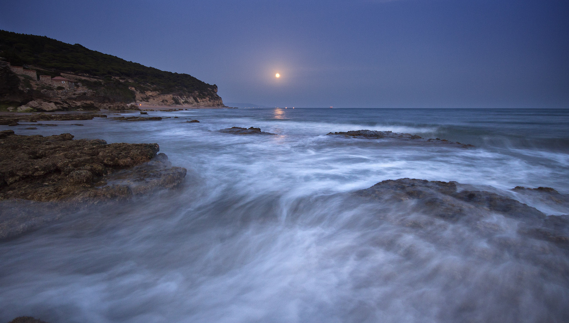 La playa de Caños a la luz de la luna (II)