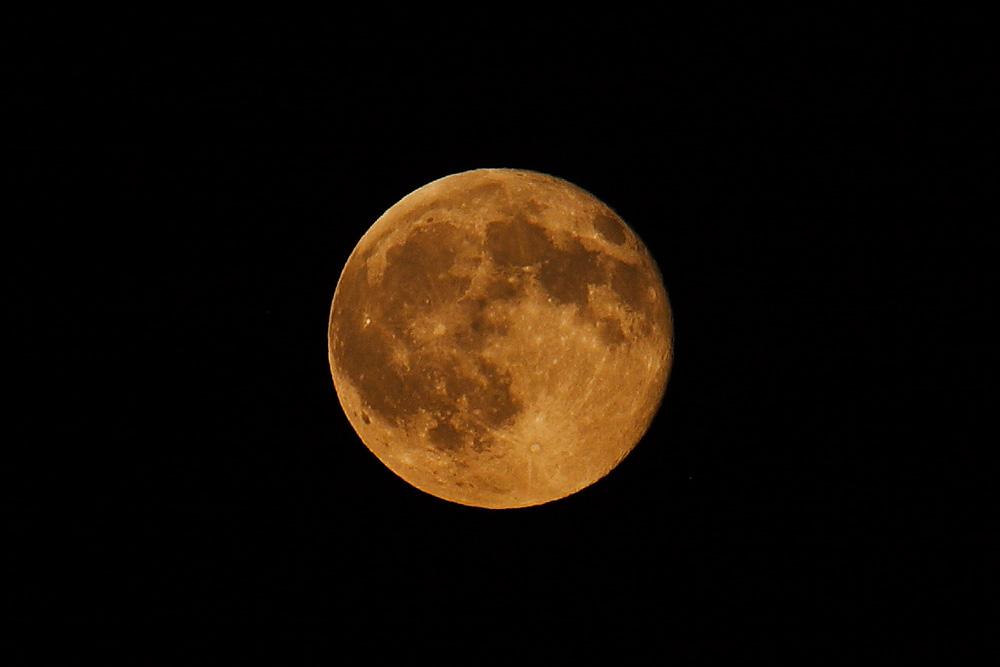 La pleine Lune le 6 juillet 2009, vue depuis la côte Suisse du Lac Léman.