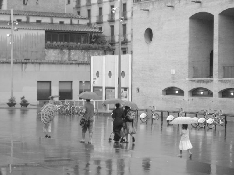 la pluie de loin
