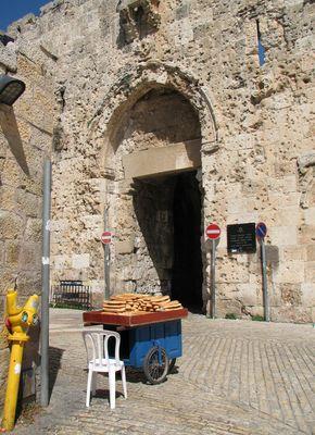 La porte à une vieille ville de Jérusalem