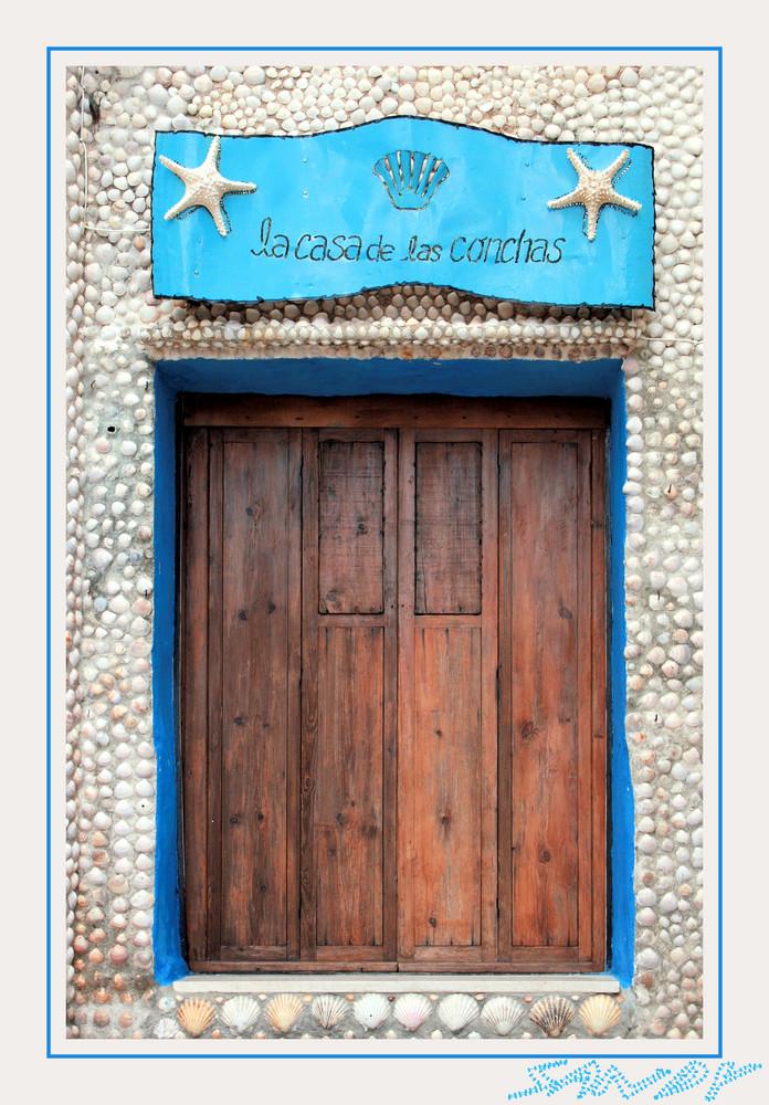 La porte de la casa de las conchas