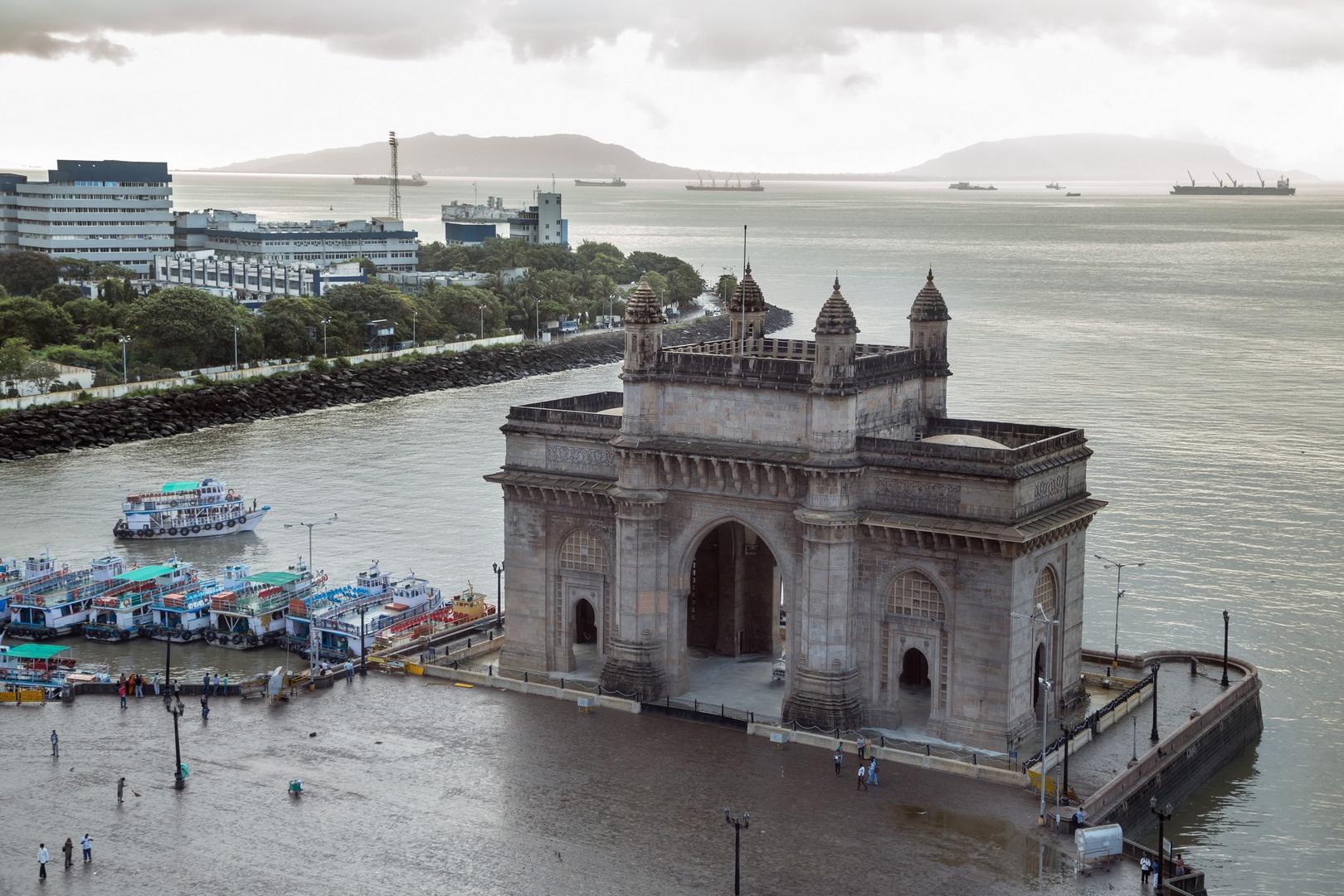 La Porte de l'Inde, Bombay, prise au petit matin
