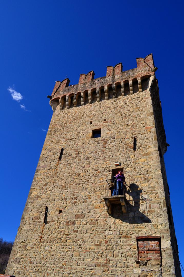 la possente torre del castello di vigoleno