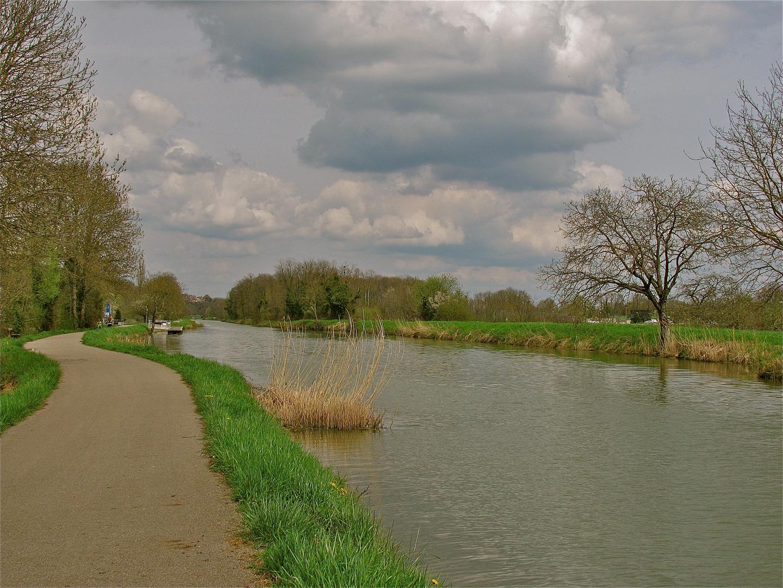 .. la promenade à Rhône au Rhin Canal ...