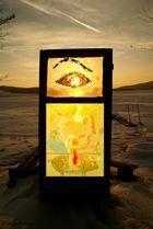 la puerta con ojo