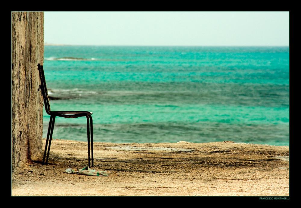 La sedia sul mare.