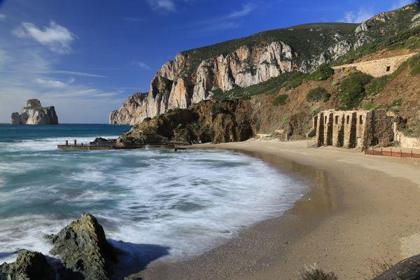 La spiaggia di Masua con vista Pan di Zucchero