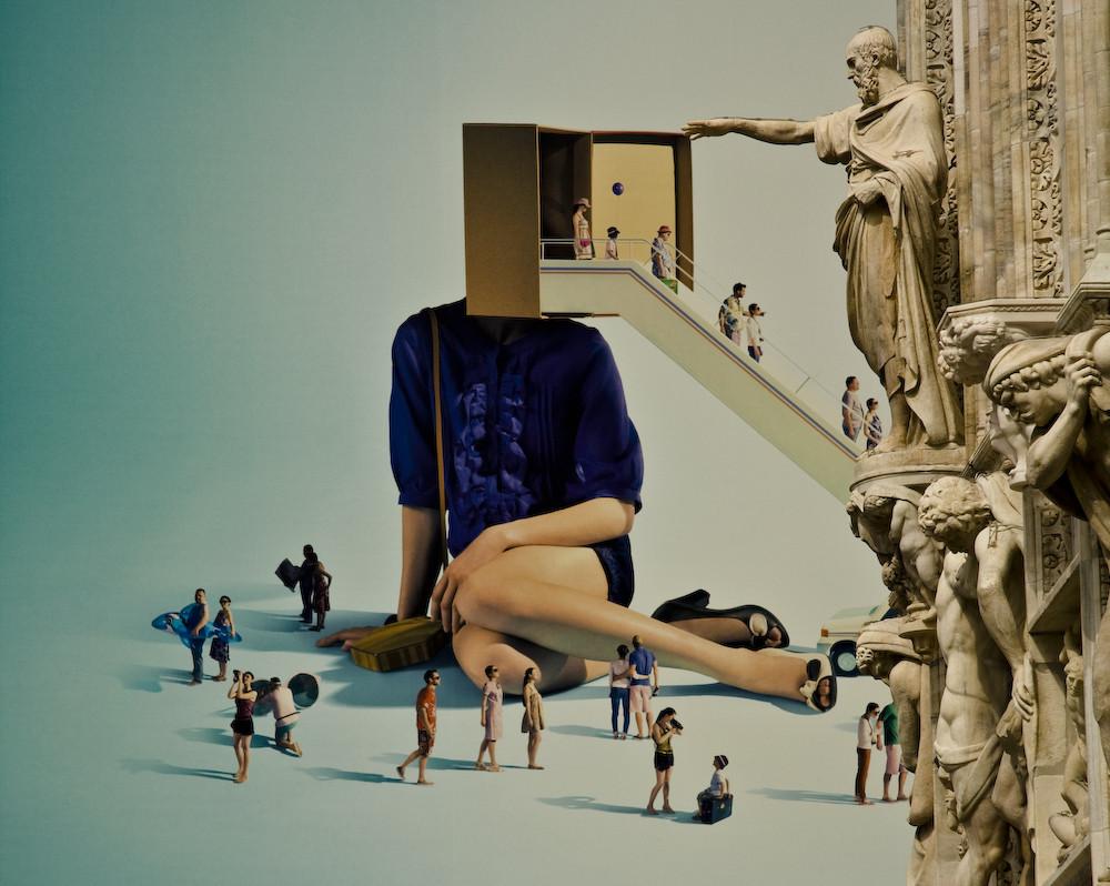 La statua del duomo di Milano vuole chiudere la porta