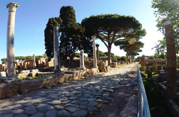 La strada romana di Ostia Antica