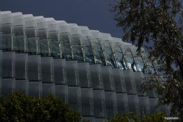 """La structure en """"écailles"""" de verre du nouveau siège social du groupe Bouygues à Issy les moulineaux"""